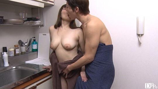垂れ巨乳が刺激的な熟女ととことんヤリまくる